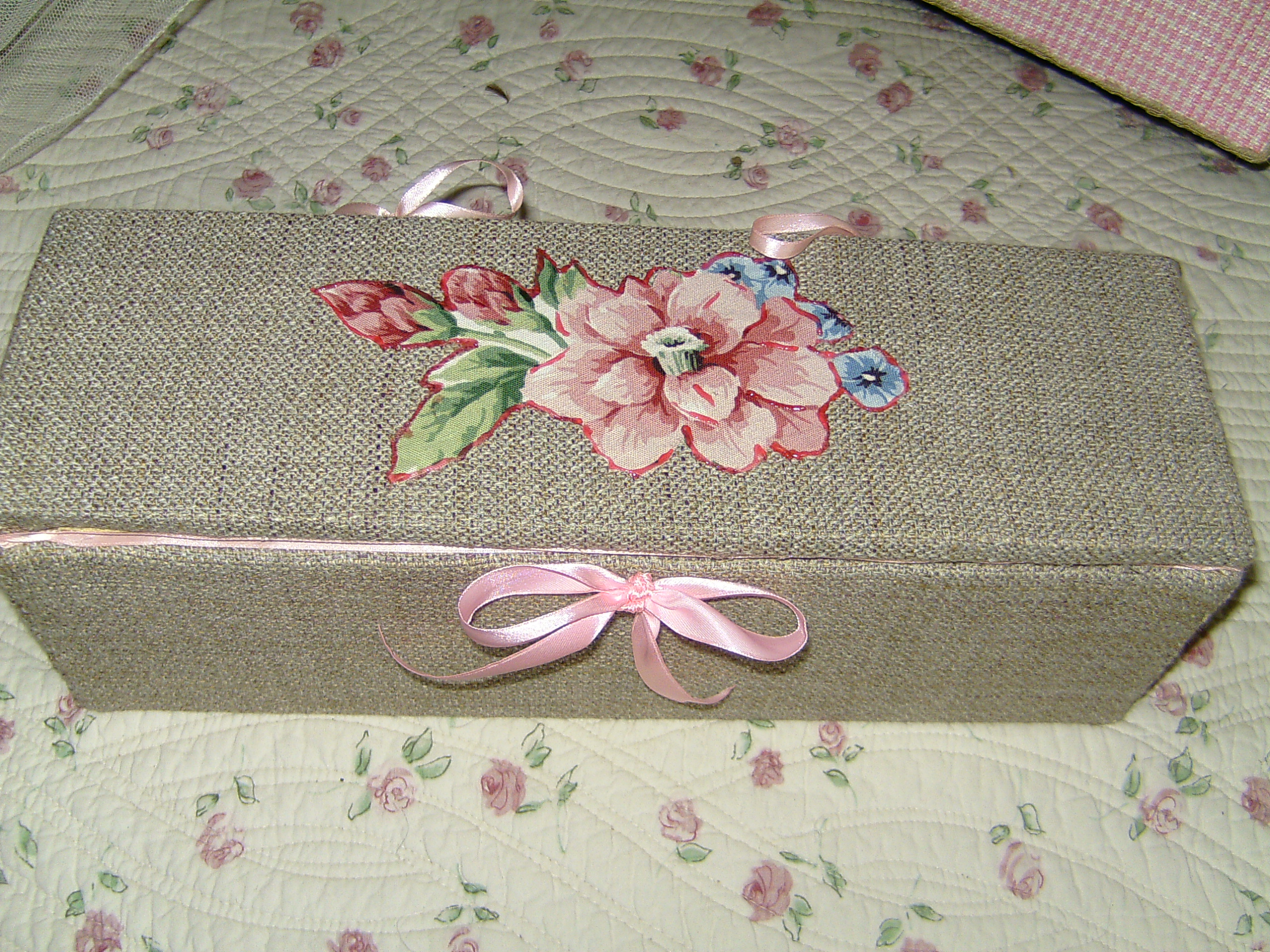 Scatole in legno rivestite in stoffa ipizzidifrancesca for Scatole per armadi in tessuto