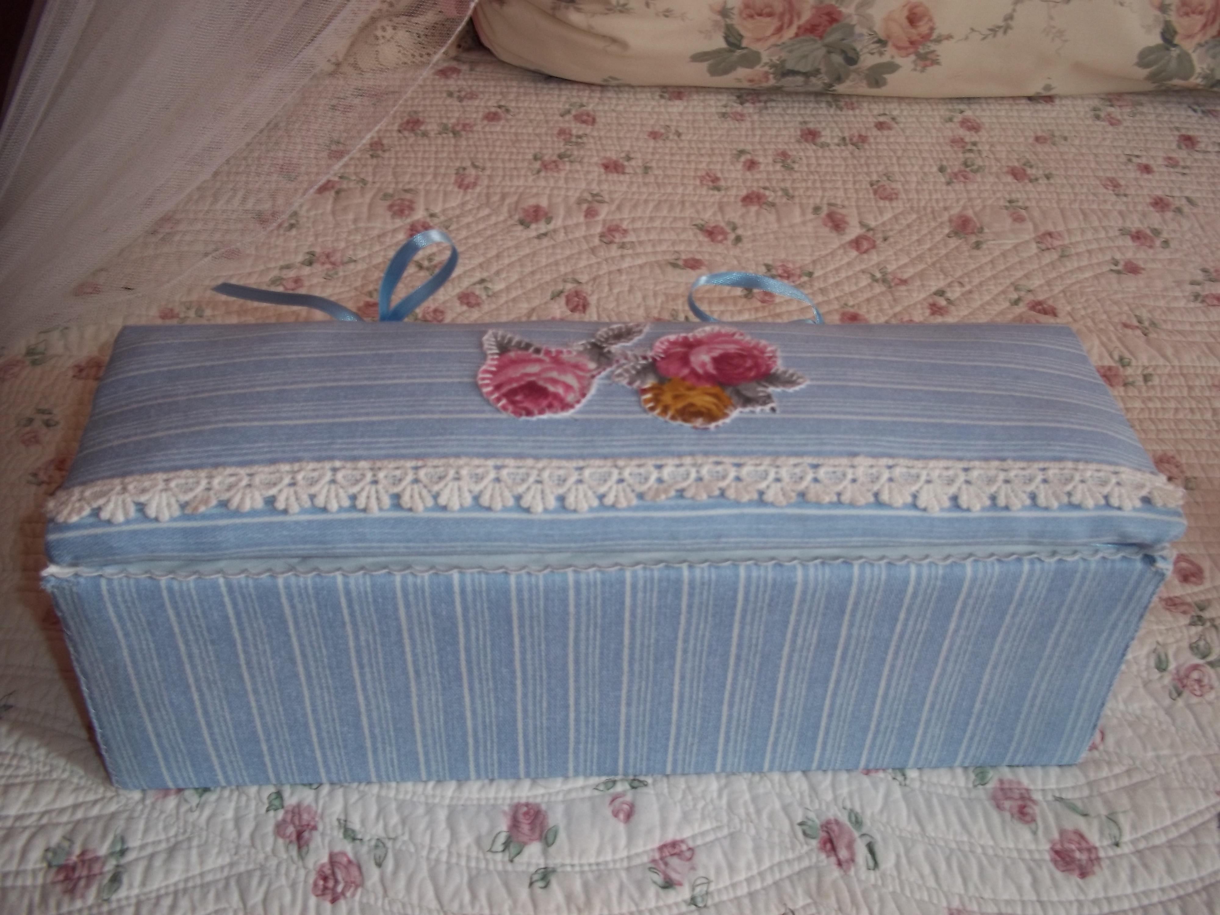 Scatole ricoperte di stoffa e per finire una scatola in for Scatole rivestite in stoffa tutorial